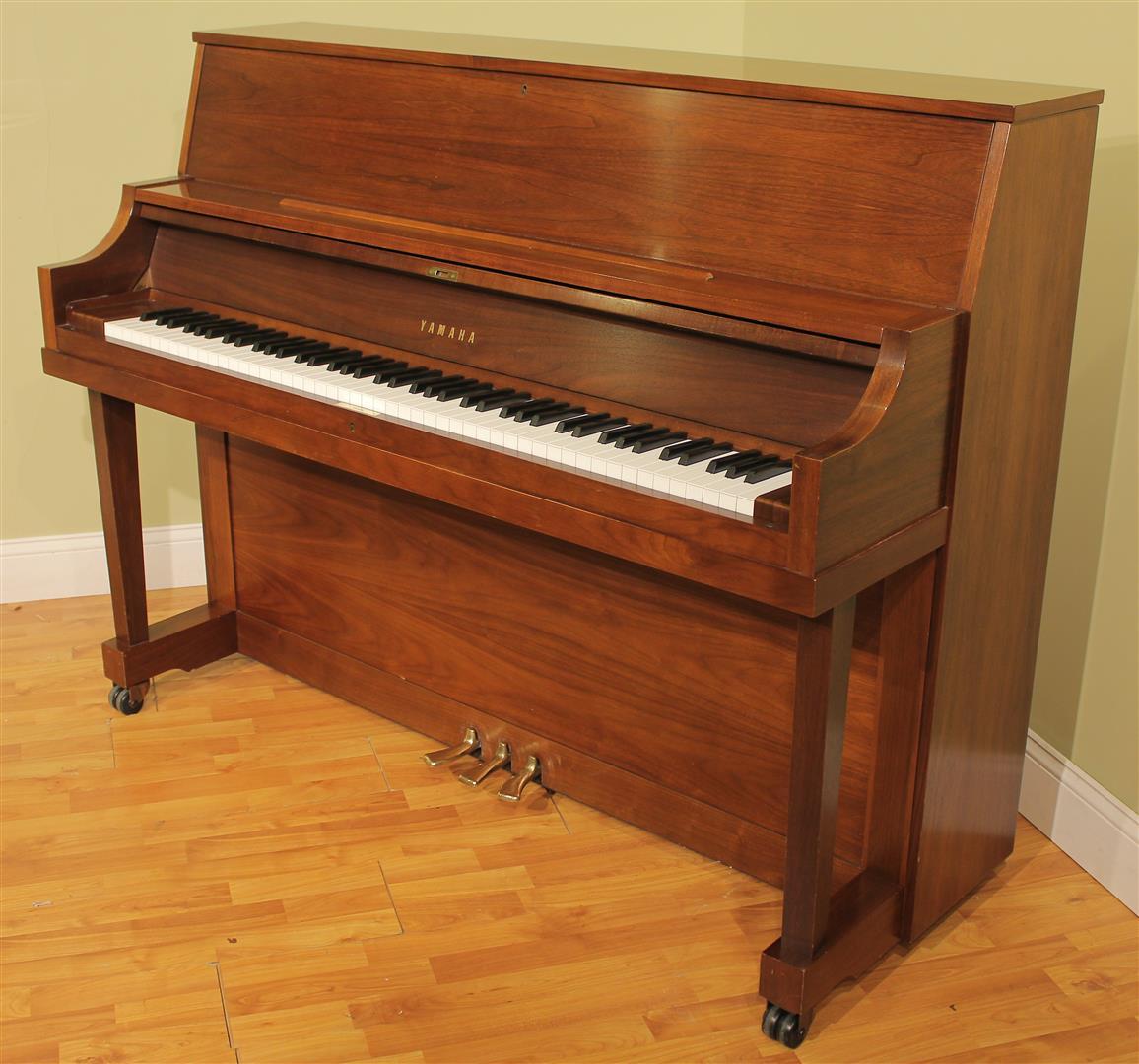 yamaha p22 studio upright piano ebay. Black Bedroom Furniture Sets. Home Design Ideas