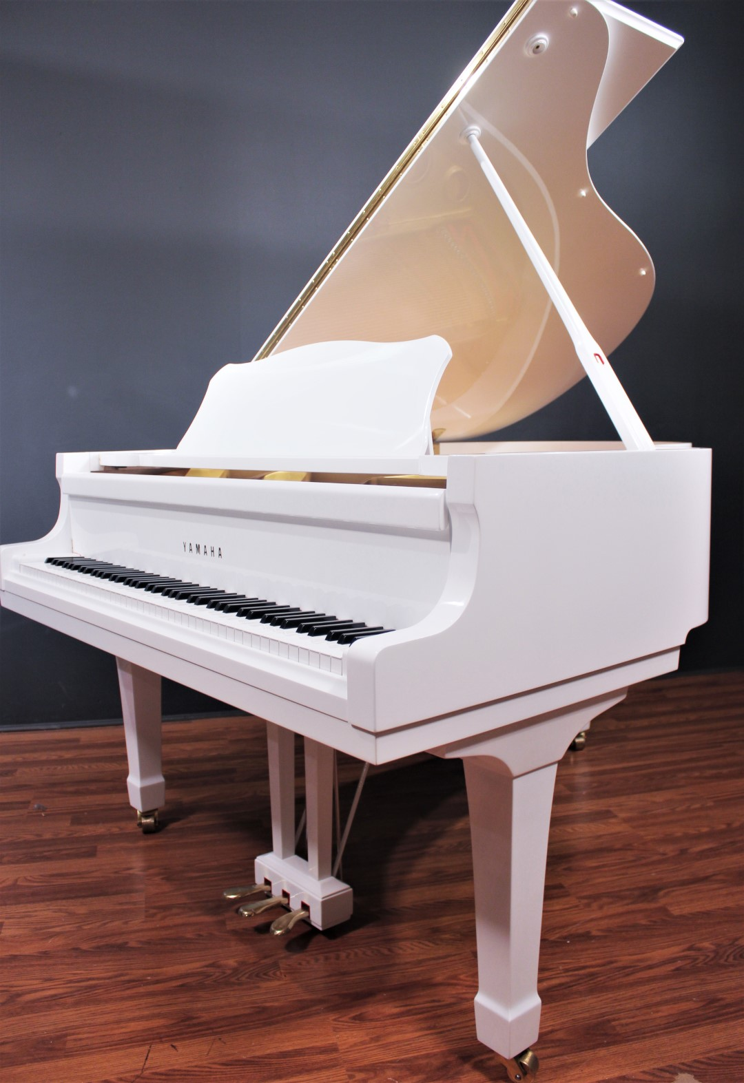 yamaha c3 6 39 1 39 39 grand piano polished white grand pianos. Black Bedroom Furniture Sets. Home Design Ideas