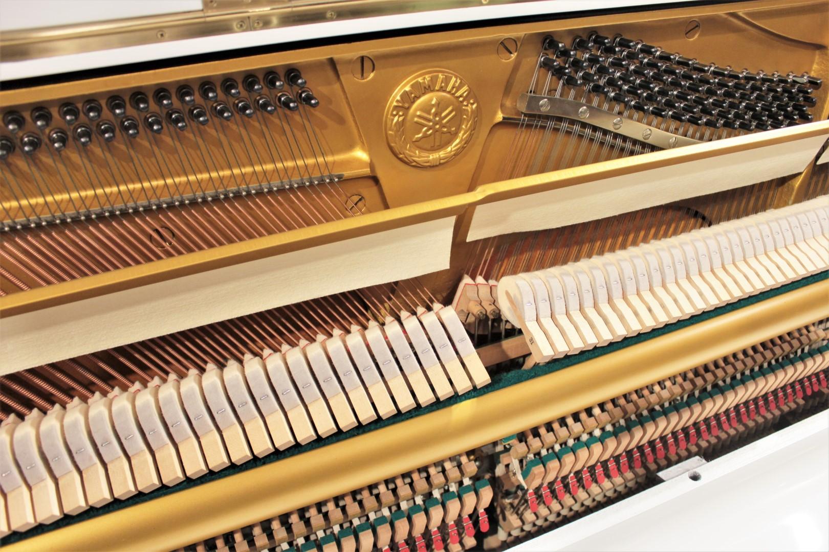 Yamaha U1 48'' Studio Upright Piano Polished White ...